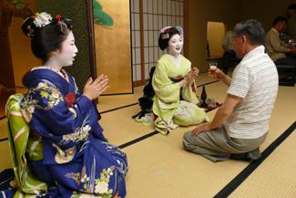 舞妓さんとお座敷遊び!京都・祇園の夜を満喫