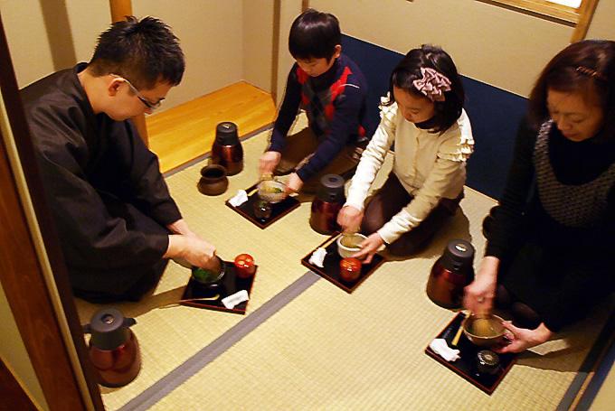 京都・東山の二畳空間で気軽にお茶の世界を堪能!