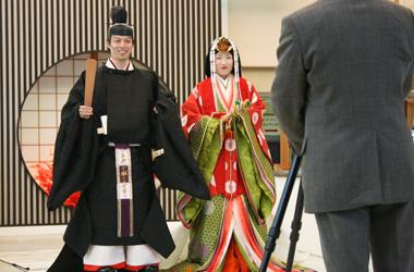 西陣織会館で平安装束に変身体験