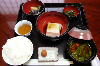 昼食の精進料理