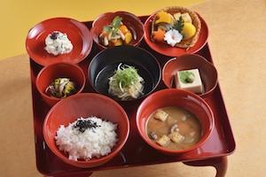 紅葉色づく京都・退蔵院の秋